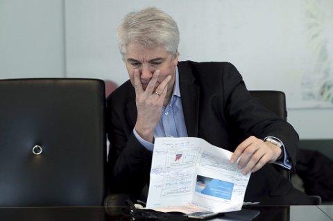 Sjeføkonom i NHO, Øystein Dørum, mener det hadde vært langt større grunn til applaus dersom både ledigheten gikk ned og sysselsettingsgraden gikk opp. Nå går ledigheten ned, men det er først og fremst fordi folk faller ut av arbeidslivet, ikke fordi de kommer i arbeid.