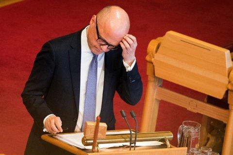 Miljøminister Vidar Helgesen kan få mistillitsforslag mot seg i Stortinget.