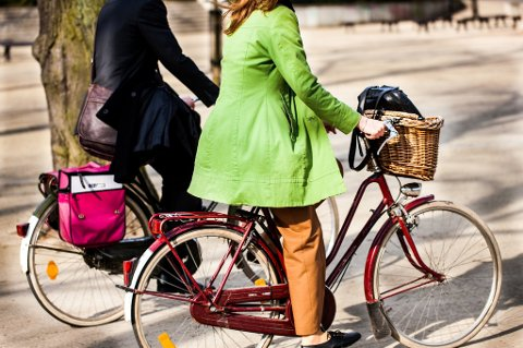 Fartsforskjellen kan bli stor mellom de myke trafikantene som deler gang- og sykkelveier. Dette gjør det ekstra viktig å se seg for, bruke hørselen og vise tegn.