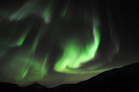 Nordlyset er en av hovedårsakene til at Nord-Norge får stadig flere turister. Her sett fra Skulsfjord utenfor Tromsø.