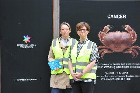 Streiken i Kreftforeningen har vart i fire uker. Her ser vi hovedtillitsvalgt for sykepleierne i Kreftforeningen, Jannicke Rabben (t.v.) og forbundsleder i Norsk Sykepleierforbund Eli Gunhild By da streiken startet.