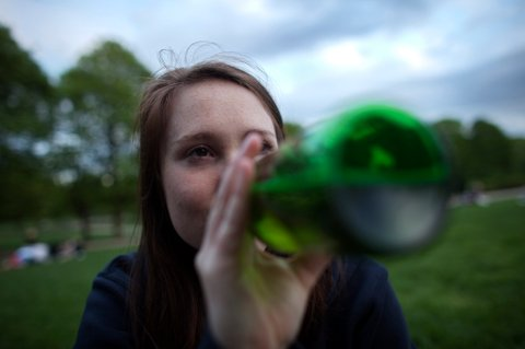 Frp ønsker frislipp for øldrikking i parker allerede i sommer.