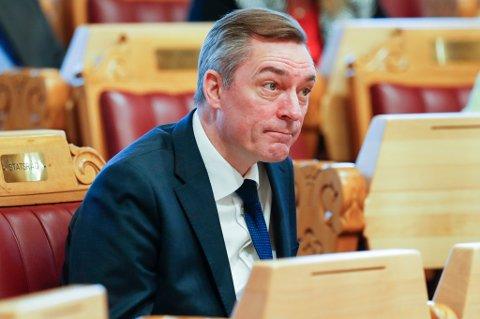 EØS- og EU-minister Frank Bakke-Jensen slår ring om EØS-avtalen.