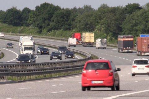 Tyske bilbergere opplever at mange biler fra Norge og de skandinaviske landene har så gamle dekk på bilen at gummien ikke tåler de høye hastighetene på Autobahn.