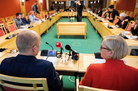Sp-leder Trygve Slagsvold Vedum og parlamentarisk leder Marit Arnstad går til valg på regjeringsskifte, og ønsker et samarbeid med Arbeiderpartiet.