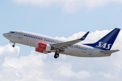 Flere SAS-kunder har klaget på at de ikke kommer gjennom på telefonen når de tar kontakt med kundeservice. Flyselskapet har kalt tilbake ansatte fra ferie for å få bukt med problemene.