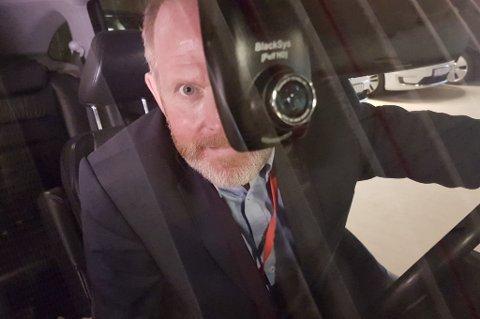 Skadedirektør Svein-Arne Kausland i Tryg Forsikring sier at et dash-kamera kan være et viktig supplement i en forsikringssak.