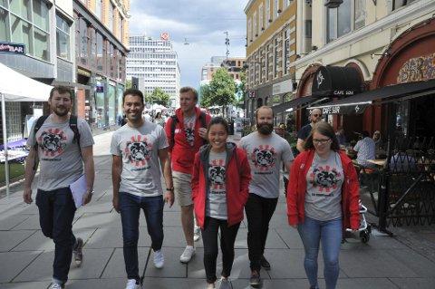 Patruljen undersøkte denne uka arbeidsforholdene ved flere bedrifter i Oslo. Her ved Eirik Holt, Mani Hussaini, Stian Michalsen, Linn Andersen, Pål Spjelkavik og Maren Hedne. Patruljen hadde sin siste arbeidsdag fredag denne uka, og har gjennom sommeren avdekket hundrevis av lovbrudd.