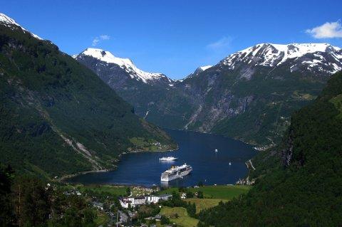 Fjorder og fjell. Det er dette turister til Norge vil ha, skal vi tro registrerte søkeord på nettet.