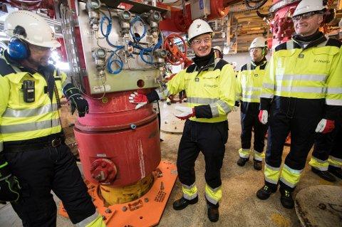 Olje og energiminister Terje Søviknes mener det er helt avgjørende med nye leteareal for langsiktig aktivitet.