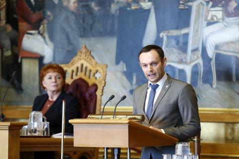 Stortingsrepresentant Torgeir Knag Fylkesnes (SV) mener partiet har stått alene på Stortinget i flere år i spørsmålet om profitt for dem som leverer private velferdstjenester. Nå håper han at å sette i gang diskusjonen på nytt.