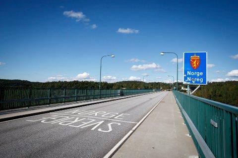 Den gamle broen over Svinesund, som markerer grensen mellom Norge og Sverige, ble ofte brukt av flyktninger som valgte å krysse grensen til fots da flyktningstreømmen kom i 2015.