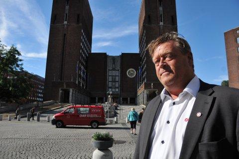 Distrikts-Norge betaler prisen for at enkelte har kollokviegrupper i Oslo for å fortelle hvordan andre skal leve, sier Frps Harald T. Nesvik.