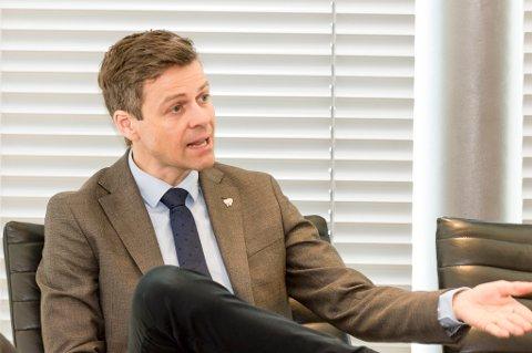 KrF-leder Knut Arild Hareide beskyldte innvandringsminister Sylvi Listhaug for å fare med løgn i en radiodebatt.
