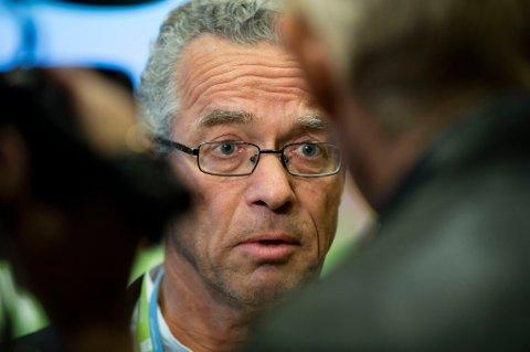 Rasmus Hansson garanterer nå at MDG vil kaste en borgerlig regjering der Frp er med.