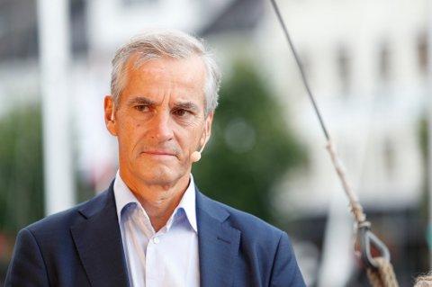 Jonas Gahr Støre kan paradoksalt nok komme til å bli statsminister selv om Ap gjør et dårlig valg, skriver ANBs kommentator.