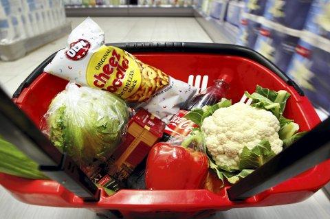 Regjeringen tar ikke tilstrekkelig vare på matsikkerheten til norske forbrukere, mener Senterpartiet.