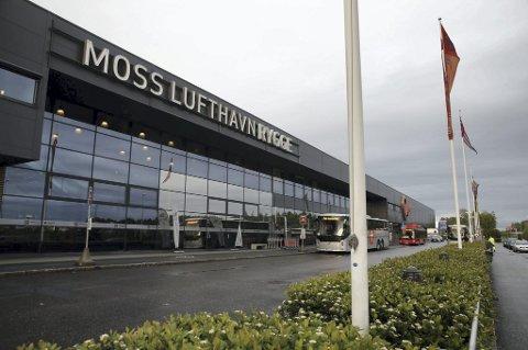 Etter at Ryanair fjernet Rygge flyplass som destinasjon, måtte flyplassen legges ned i fjor. Nå ønsker Senterpartiet å åpne flyplassen igjen som avlastning for Gardermoen i stedet for å bygge ny rullebane der.