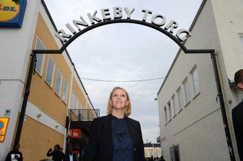 Sylvi Listhaug skaper bølger både i og utenfor eget parti. Her fra tirsdagens besøk i Rinkeby i Stockholm.