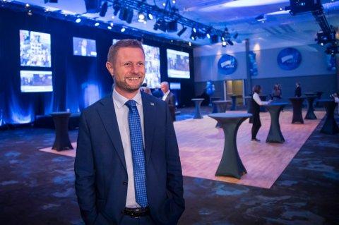 Høyre-nestleder og helseminister Bent Høie gir mye ros til statsminister Erna Solberg.