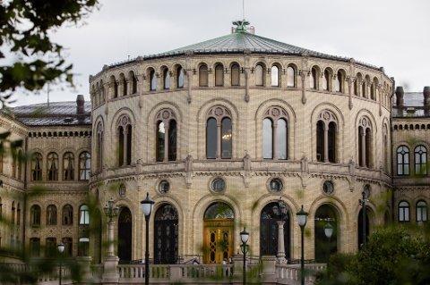 Ap mistet seks plasser i stortingsvalget 2017. Høyre mistet tre, Frp og KrF tapte to hver, mens Venstre mistet ett mandat. Senterpartiet fikk ni nye representanter, SV fire nye og partiet Rødt fikk ett mandat for første gang.