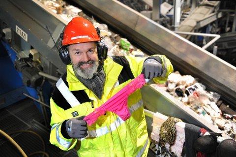 Gamle truser skal ikke kastes i restavfallet. Det er det mange som ikke er klar over. Administrerende direktør i Romerike avfallsforedling IKS, Øivind Brevik, reagerer på det massive tekstilsvinnet.