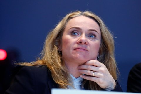 Arbeidsminister Anniken Hauglie varsler at det skal settes ned et sysselsettingsutvalg.