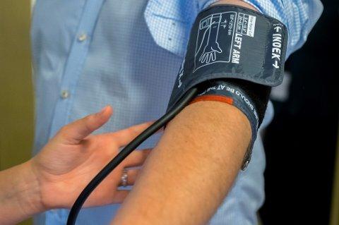 Forbrukerrådet har testet blodtrykksmålere som kan kobles til internett og konkluderer med at sensitive helsedata lett kan komme på avveie.