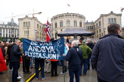 Tirsdag var det en markering for bevaring av Andøya flystasjon foran Stortinget.
