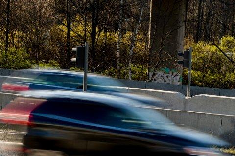 Alle riksveier med en fartsgrense på 70 km/t eller høyere skal sikres mot utforkjøring innen utgangen av 2023.
