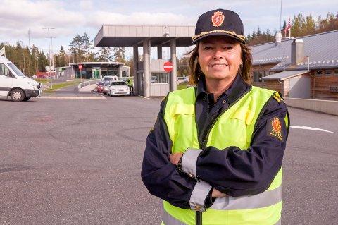 MANGE VIL BLI TOLLER: Over 700 persone vil jobbe sammen med Gro Lene Gundelsby ved Ørje tollsted. Arkivfoto: Gunnar Fjellengen