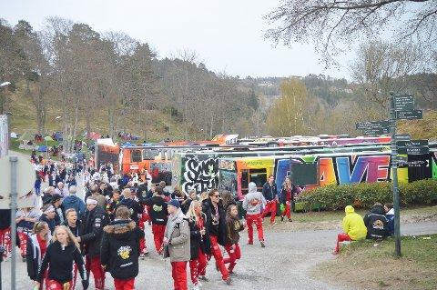 STØYER MYE: Politiet har registrert mye klager på årets russ. Bildet er fra russetreffet på Fredriksten festning i Halden.