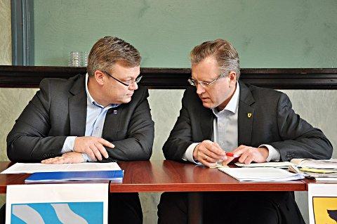 Stenger: Thor Hals (H) og Erik Unaas (H) lukker døren for generell søndagsåp ning av butikkene i Askim og Mysen.