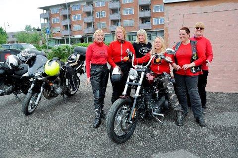 Just girls mc Askim:  Marion Onstad, Ingrid Nielsen, Marit Granberg, Rita Tangnæs, Ingvill Ulsness og Julianne Stokkebæk Torp er noen av medlemmene. Nå har de gitt over 5.000 kroner til Frivilligsentralen. Arkivfoto