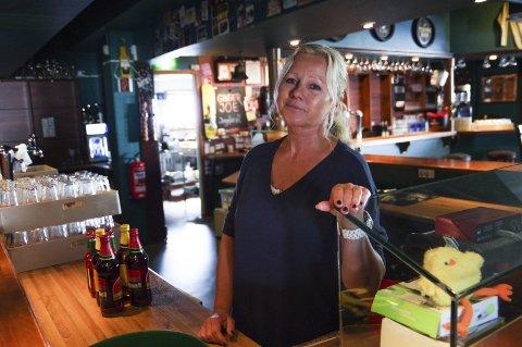 LA NED: Mette Leret la ned driften på Station Pub i Mysen etter 26 år.