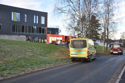 Samtlige nødetater rykket ut til Spydeberg ungdomsskole.
