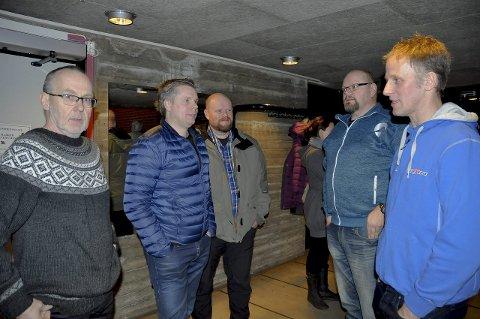 Skaper splid: – Nå er bygda i opprør, varsler Nils Henrik Olsson (t.v), Jon Heen, Thor Heyerdahl, Trond Tøften og Gjermund Syvertsen.