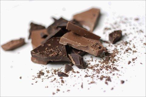 OPPRIVENDE: En av fem jenter spiser alltid sjokolade når de har kjærlighetssorg, ifølge en ny undersøkelse. *** Local Caption *** OPPRIVENDE: En av fem jenter spiser alltid sjokolade når de har kjærlighetssorg, ifølge en ny undersøkelse.