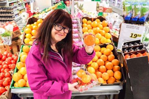 Frukt er også godt: Ernæringsfysiolog Rita Hjertaas Teigen sier klementiner, jordbær, blåbær og annen frukt er fine alternativer til å servere godterier.