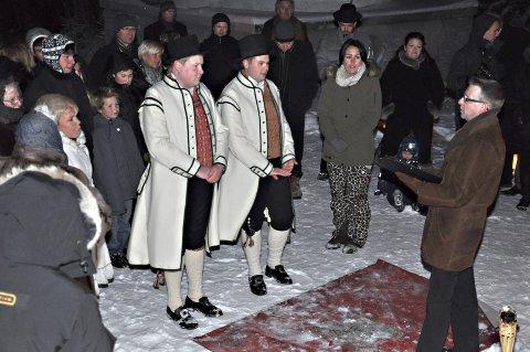 Vielse på fortet: Christian Granli (t.v) og Ole André Østmark giftet seg på Trøgstad fort.  Men kommunestyret har bestemt at de fleste vielsene bør foregå i kommunestyresalen på Skjønhaug.