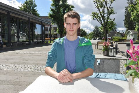 Daniel Jensegg (19) sliter med å få jobb som dataelektroniker. Han mener han har fått utilstrekkelig undervisning i temaet server i dataelektronikerfaget ved Borg videregående skole, og derfor strøk på fagprøven.