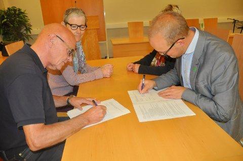 BRUDD? For to år siden signerte Tor Melvold (Ap) og og Ole André Myrhvold (Sp) den politisk evtalen som blant annet fordelte de politske toppvervene. I kveld skal Ap diskutere den.