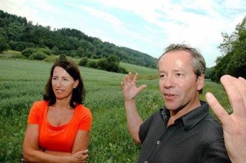 Eva Brogeland Laache og Kim Jordsjø, samt Per Brogeland (ikke på bildet) har nå solgt Solbergåsen for 56 millioner kroner.
