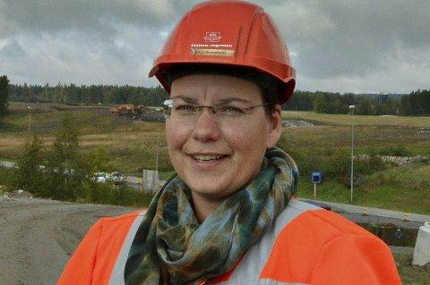KLAR BESKJED: Kaja Svenneby ber bilistene følge med.