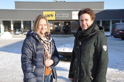 VIKTIG: Solveig Reinfjord og Camilla Claussen i Rakkestad kommune mener det er viktig med kunnskap rundt demens, og håper folk kommer på foredraget på tirsdag.