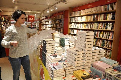 Først til Mølla: Er du ute etter godbitene bør du raska på, oppfordrer bokhandler Monika Svarstad på Libris Askimtorget.
