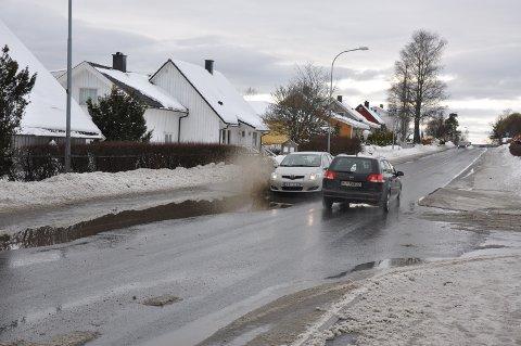 Forsiktig: Det gjelder å kjøre forsiktig når to biler møtes.