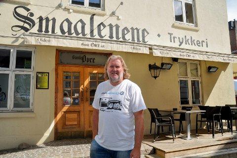 Tommy Leret utenfor Gamle Øvre Cafe. ARKIVFOTO