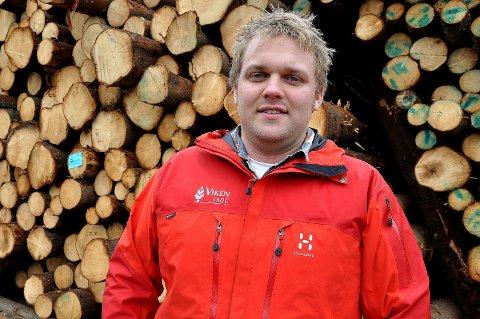 Skog på rot: - Vi har fått meldinger fra bekymrede bønder i Indre Østfold, sier skogbruksleder Nils Amund Krog i Viken skog. Nå tilbyr skoggiganten å kjøpe skog på rot, såkalt rotkjøp.
