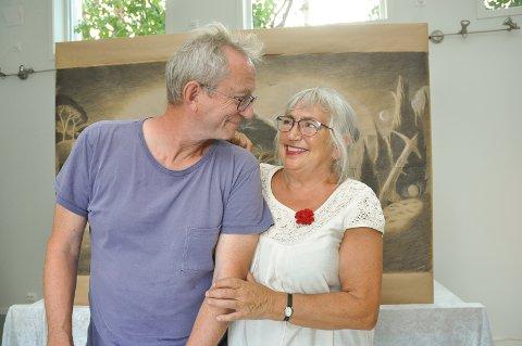 Arne Aalbergog Grethe Anna Larsen gifter seg og åpner galleri i hagen sin i Tomter.
